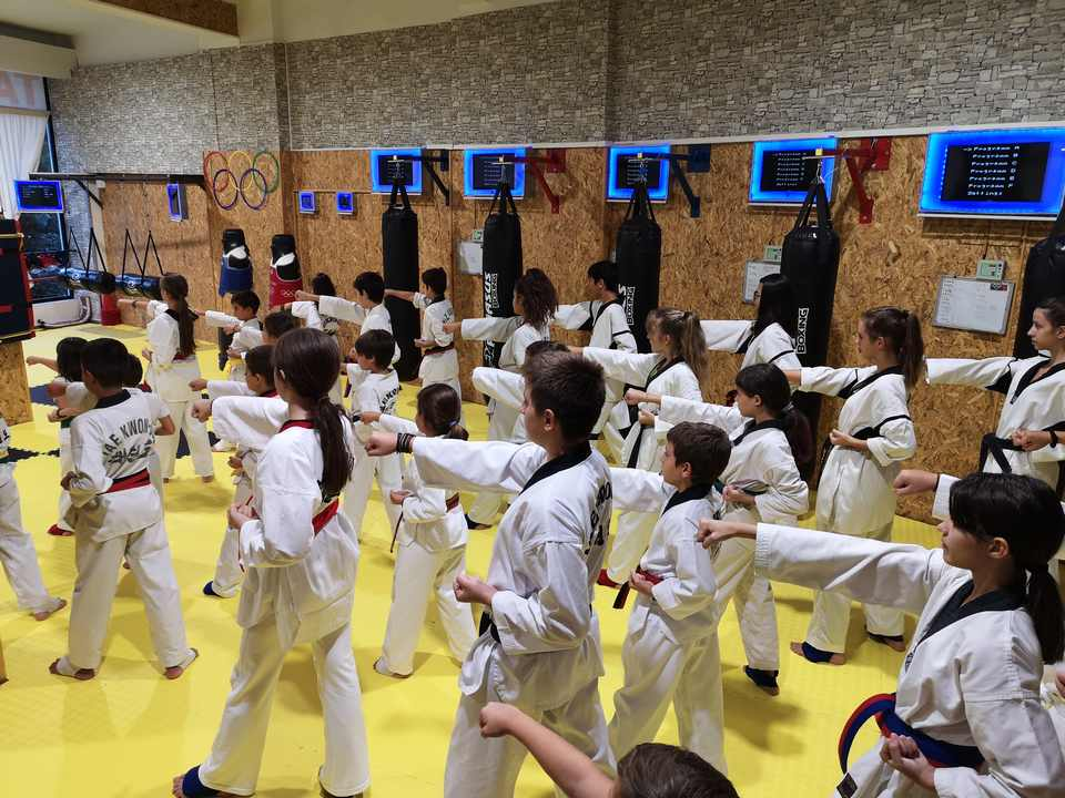 taekwondo athletes GALLERY having the first taining